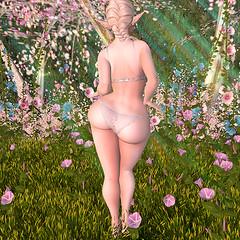 Callipygian: Daisy Hourglass