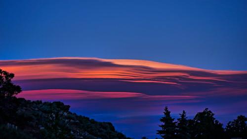cirrocumulusstandinglenticular cloud east sunset goldenhour color donbachman reno nevada narodniemstiteli marshalartsofchilcoot lookingeast desert lenticular