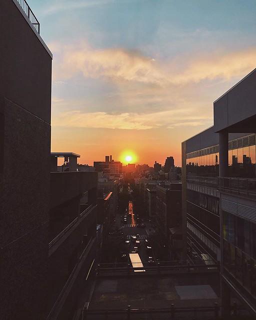 062619 . . . . . #sunset #sky #sun #manhattan #ues #harlem #eastharlem #nyc #newyork #newyorkcity #summer #summersun #clouds #summersky #shotoniphone #365 #tlg365