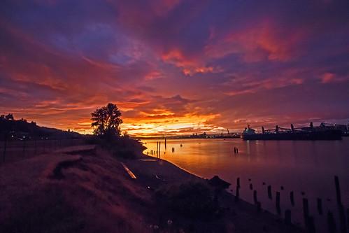 columbiariver sunset twilight ships lewisandclarkbridge oregon rainieroregon washington portoflongview anchoraward