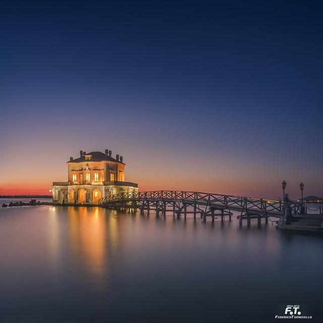 Napoli / Naples: Casina Vanvitelliana sul Lago Fusaro a Bacoli