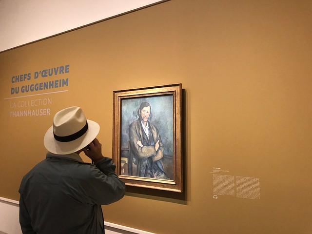 Mirando un cuadro de Cézanne en el Hotel de Caumont (Aix-en-Provence)