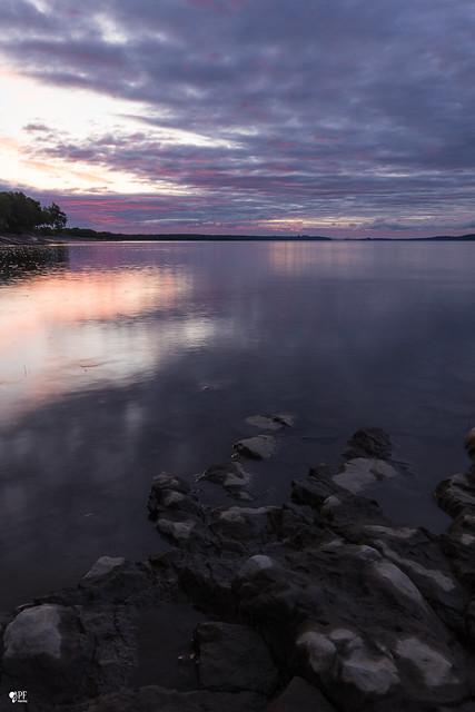 ''Le fleuve!'' Neuville