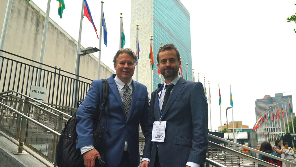 Roy and Simon in front of the UN's famous HQ in Manhattan