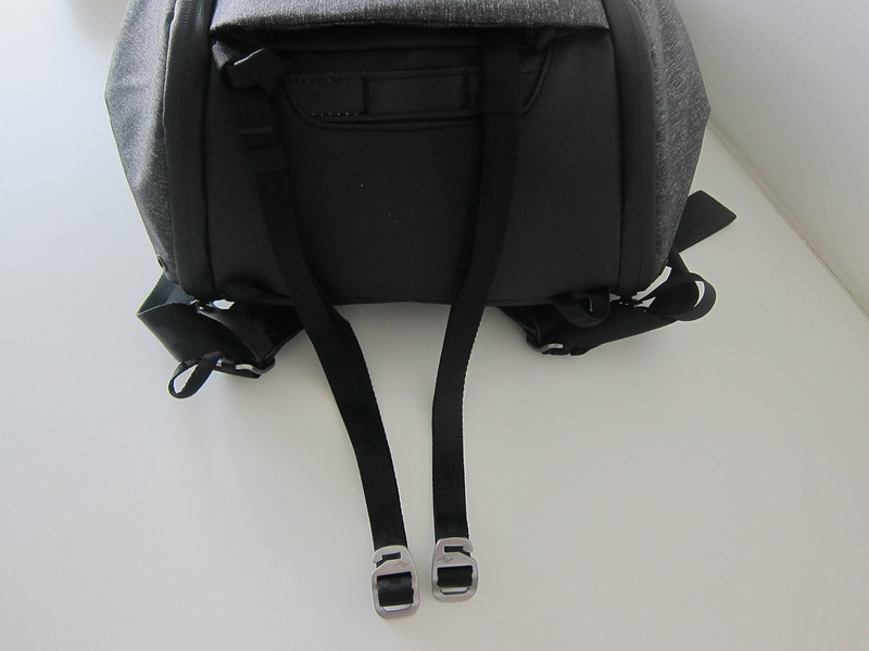 Peak Design Everyday Backpack 20L - Bottom Straps