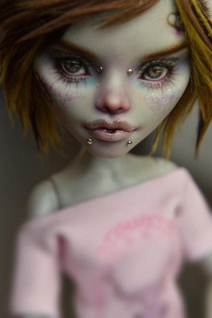 Ghoulia should've looked like that way from the very beginning of her existence
