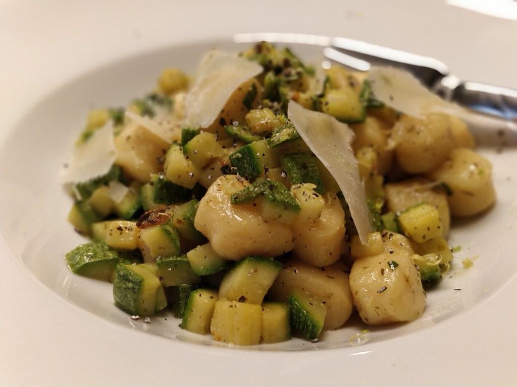 Gnocchi di patate con zucchine e menta
