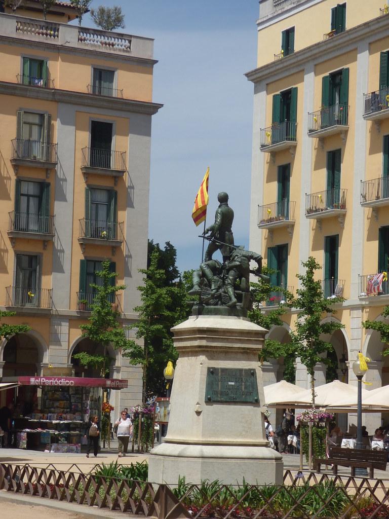Plaça de la Independència, Girona - Monument to the Defenders of Girona 1808-1809