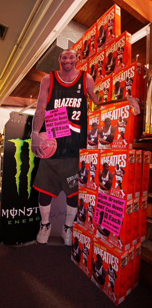 Clyde with Wheaties BoxesDSC01026