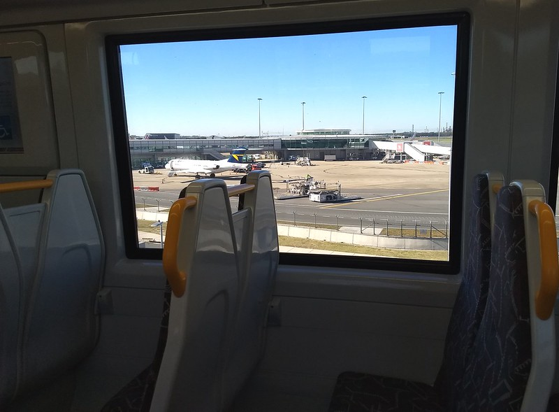 Brisbane: Air Train arrives at Domestic airport station
