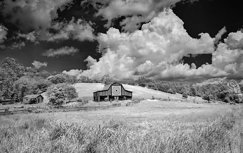 quiltbarn clouds barn farm puffyclouds weather bobbell nikon d750