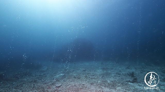 地底から湧く気泡たち