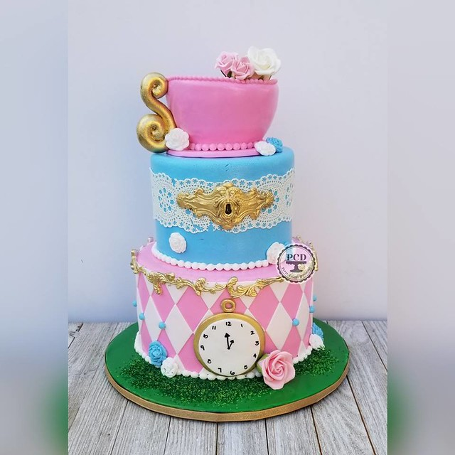 Alice in Wonderland Theme Cake by Pepsy Cake Designs