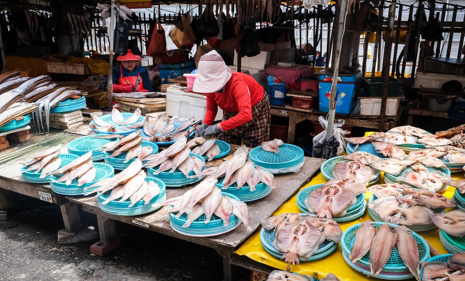 上显示札嘎其市场干鱼
