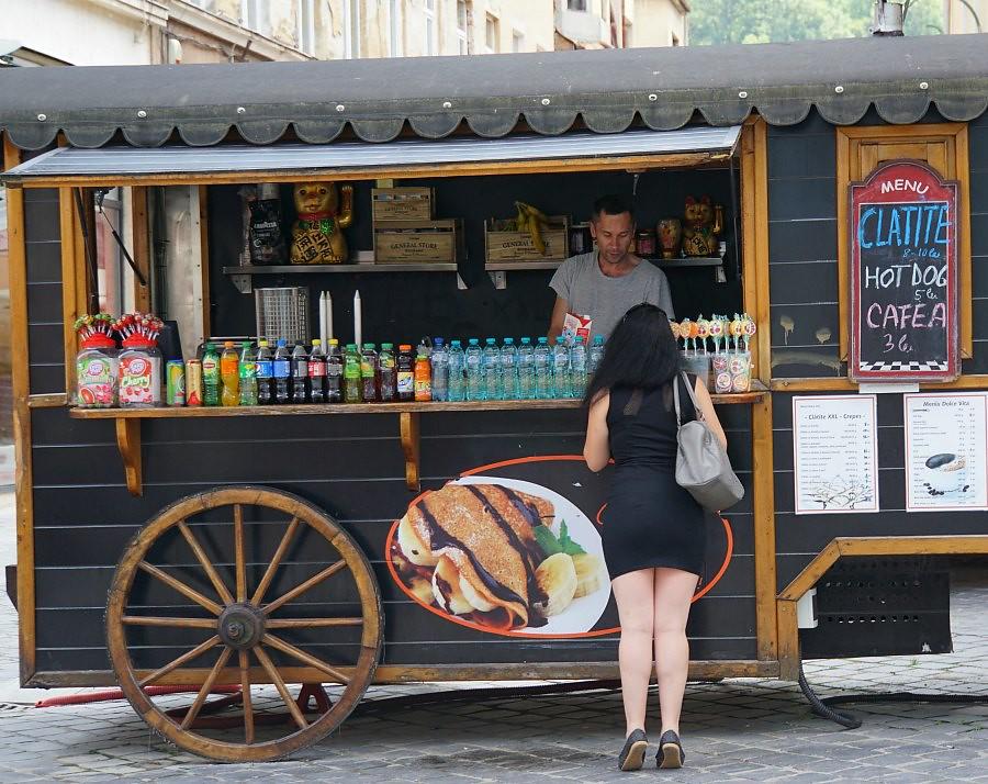 Romanian Cuisine: Clatite Vendor