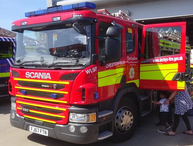 Derbyshire Fire & Rescue Service (FJ67 FTN)