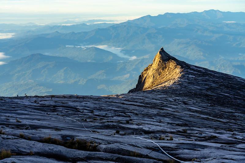 キナバル山の山頂から