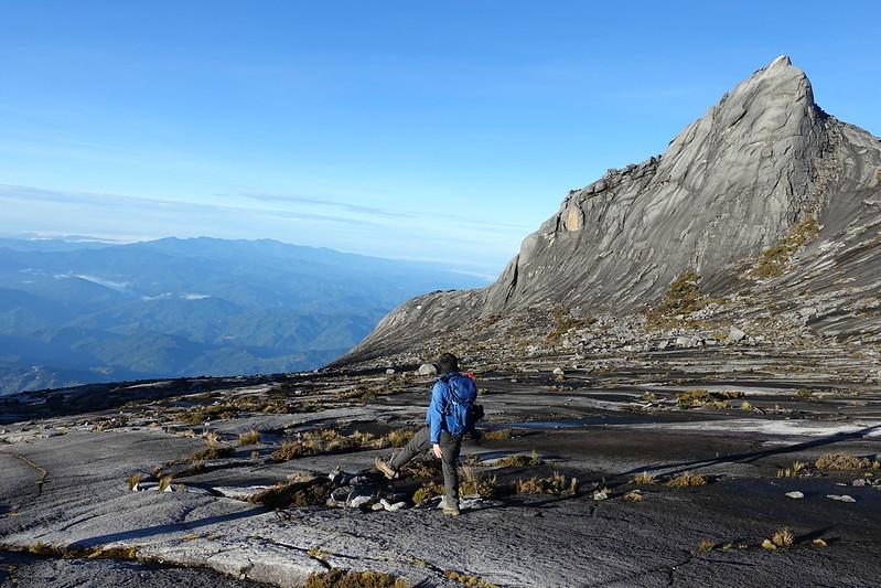 キナバル山を歩く
