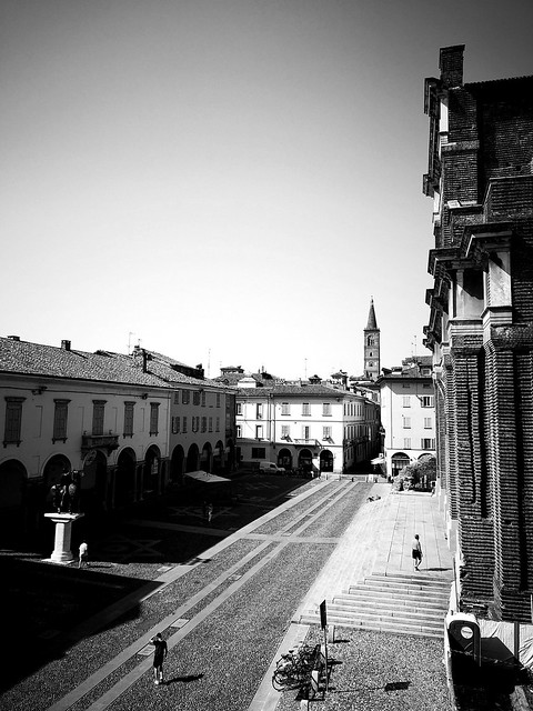 Pavia, hot day near the Cathedral