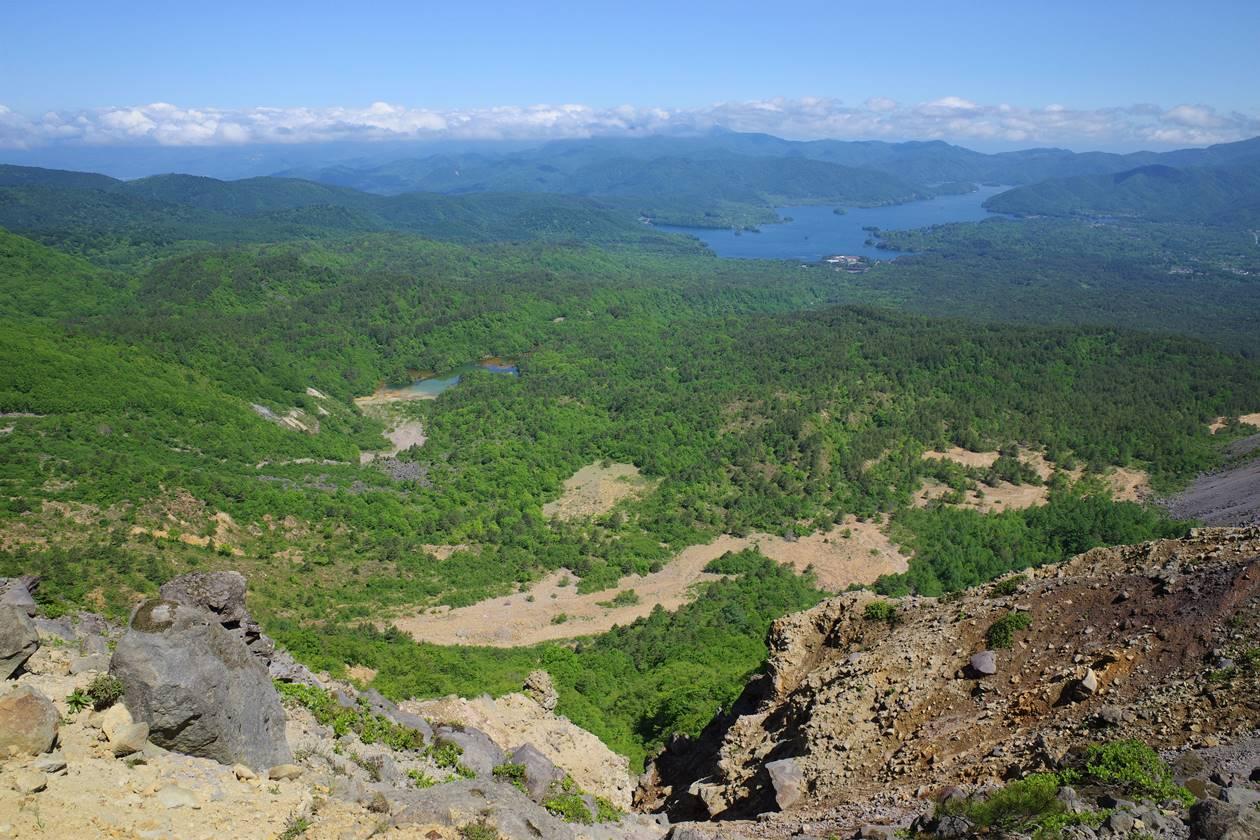 磐梯山から眺める銅沼と桧原湖