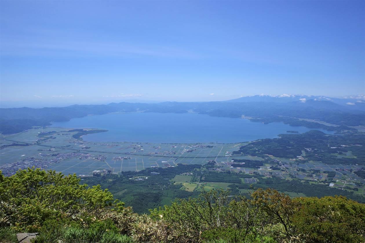磐梯山から眺める猪苗代湖
