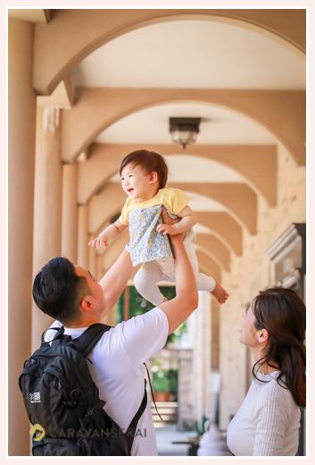 公園で家族写真のロケーションフォト フラリエ パパが高い高い