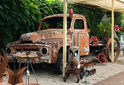 hahndorf smileonsaturday rustybeauty southaustralia australia truck vehicle fahrzeug rost rostig rustic rust rusty paraphernalia krimskrams outdoor outside old alt heritage 006309 rx100m6
