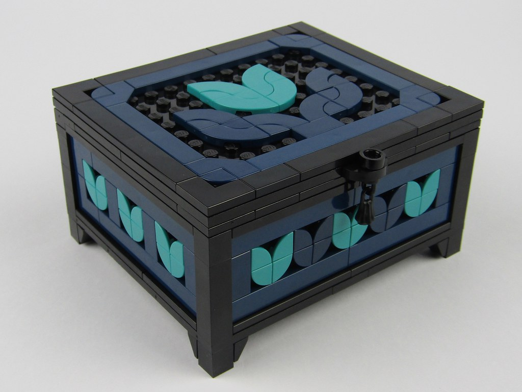 Tulip Box (custom built Lego model)