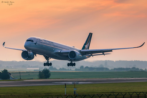 cathay pacific airbus a350 bru ebbr brüssel flugzeug flughafen sonnenaufgang sunset airport aviation plane planespotting aircraft