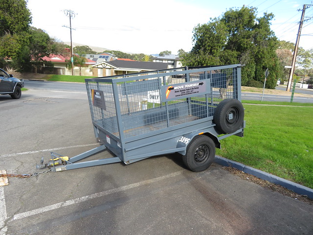 Move Yourself Trailer hire at Shell Fairview Park