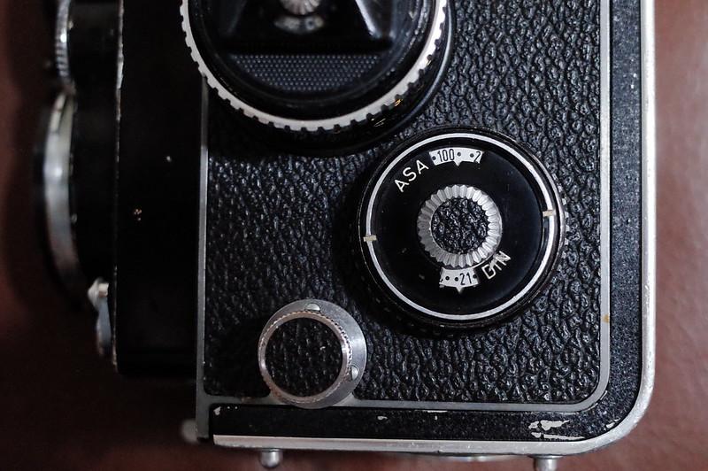 Rolleiflex 2 8FにFUJIFILM PRO 400Hを装填 フィルム感度を合わせる