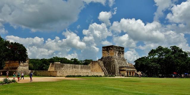 MEXICO, Yucatán, Chichén Itzá, Juego de pelota – Der Ballspielplatz von außen, , 19008/11666