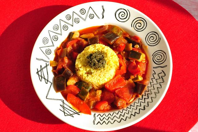 Süd- und Nordfrankreich ... Ratatouille aus mediterranem Gemüse mit Hirse und Algenpesto ... Foto: Brigitte Stolle