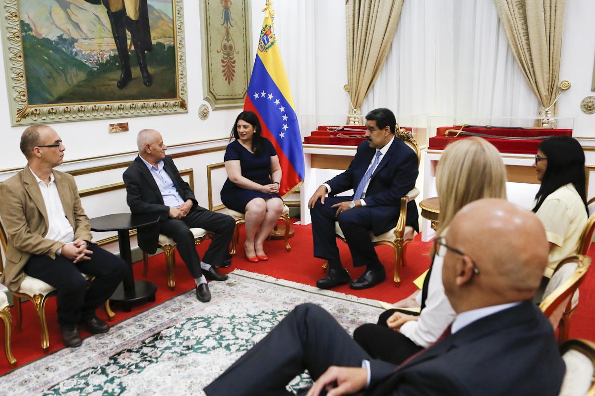 Presidente Maduro recibe a Premio Nobel de la Paz 2015 en el Palacio de Miraflores