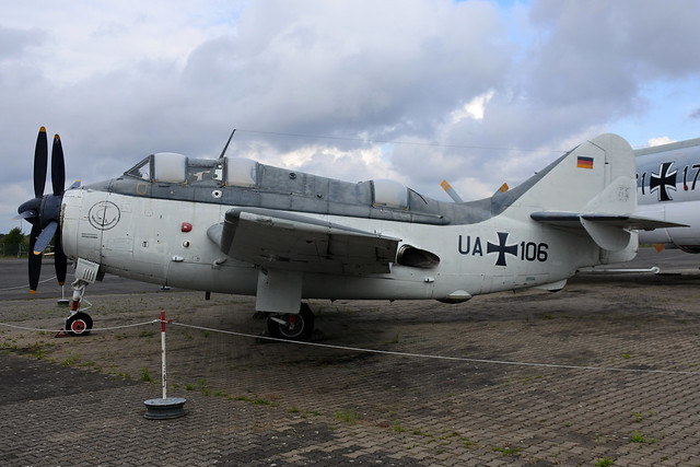 UA+110 - Gannet AS.4 WGN unmarked (marked as UA+106) 161002 Berlin-Gatow 1001