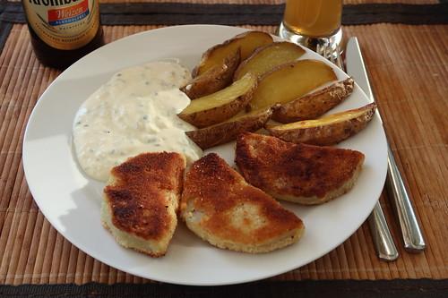 Panierte Kohlrabi mit Kartoffelspalten und Joghurt-Schnittlauch-Dip (mein 1. Teller)