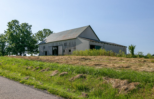 ohio unitedstatesofamerica kingston road roof building grass metal barn altered weeds doors structure historic coleraintownship agriculture addition jennings outbuilding rosscounty hallsville threebay verticalboards