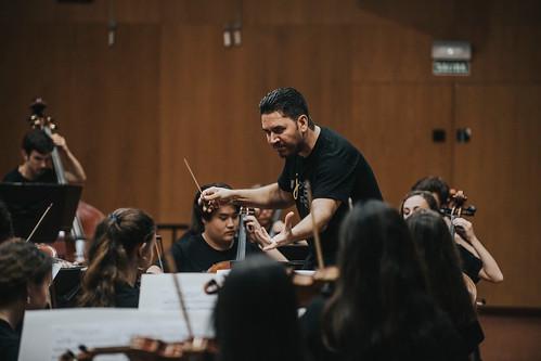 Rafael Sánchez-Araña, en una imagen de archivo, durante un ensayo de la Joven Orquesta de Gran Canaria