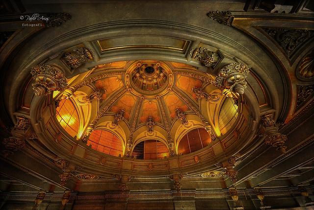 (165/19) La cúpula del salón de baile