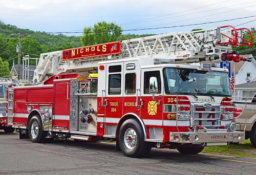 beacon falls ct parade fire truck pierce ladder nichols trumbull ascendant enforcer quint