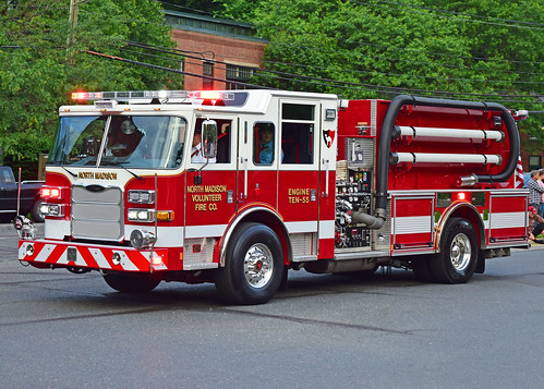 beacon falls ct parade fire truck pierce engine north madison arrow xt