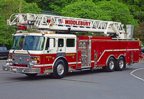 beacon falls ct parade fire truck american lafrance ladder middlebury