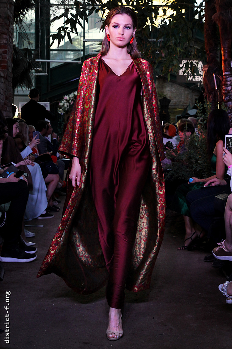 DISTRICT F — RUSSIA. MODEST FW — FREEDOM STUDIO FASHION SHOW lkizxcd5