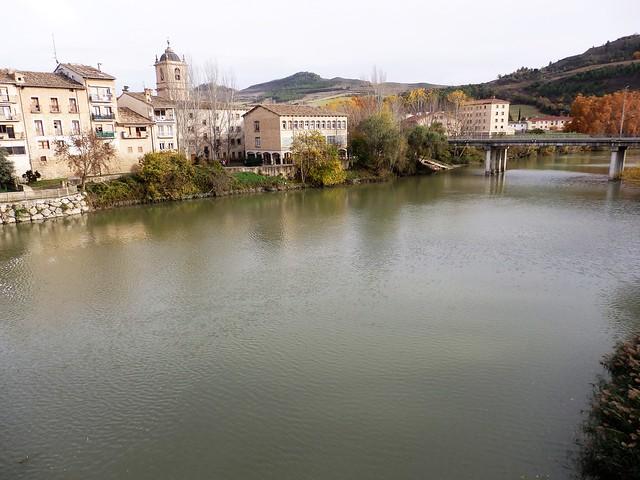 Rio Arga a su paso por Puente la Reina - Navarra.