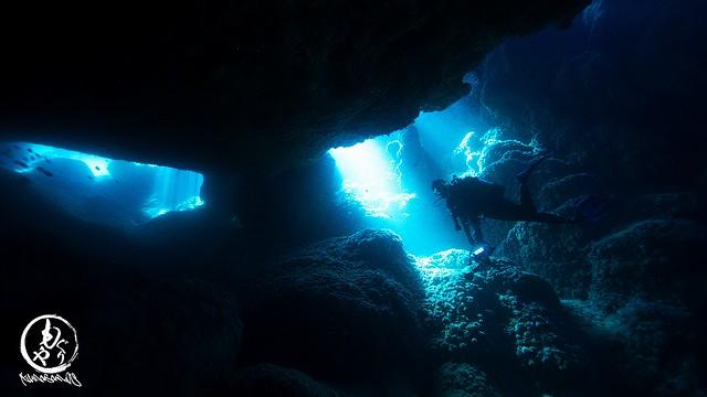 洞窟の光がキレイでした♪
