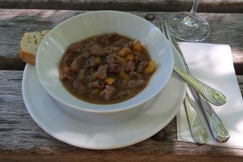 Ragout vom Bentheimer Landschaf mit Aprikosen und Fenchel - zubereitet von Helmut Backers vom Landgasthof Backers