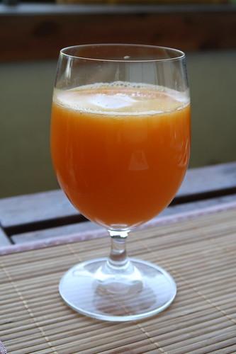 Glas frisch gepresster Orangensaft