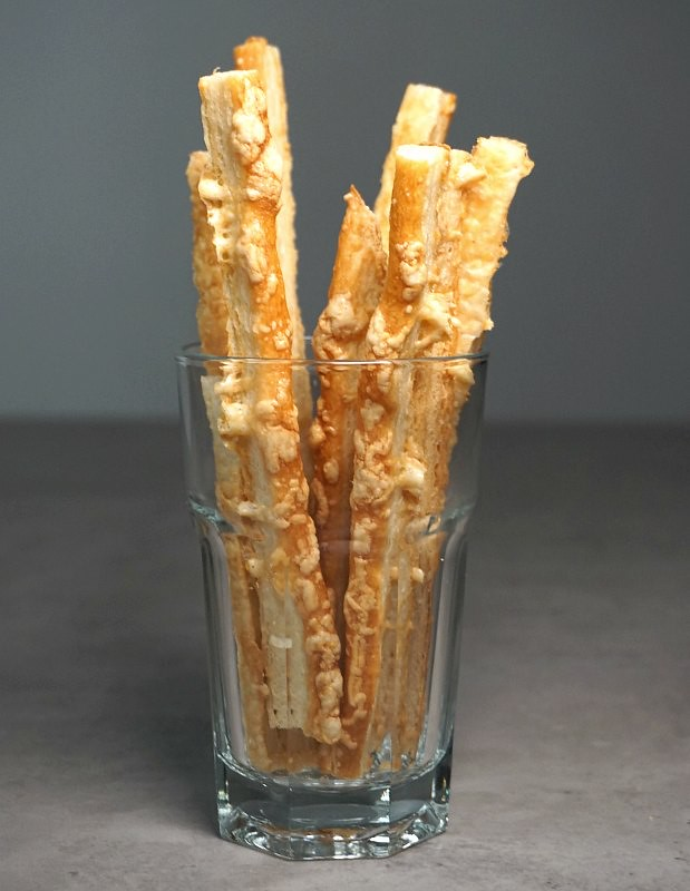 Romanian Food: Sărățele – salty cheese sticks