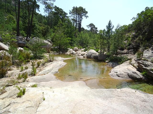 Aux vasques de la confluence Carciara/Peralzone : les petites baignoires vers l'aval