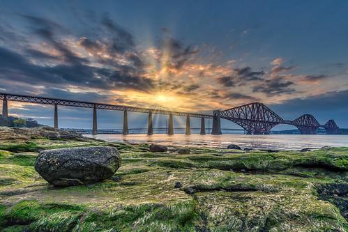 nikond850 southqueensferry schottland vereinigteskönigreich firthofforth sunset sunbeams hdr aurorahdr2019 bridge architecture